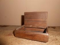 Cutie din lemn de nuc