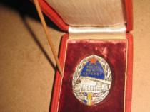 Insigna CFR Pentru merit ceferist metal argintat si emailat.