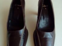 Pantofi din piele maro Clarks 4 (24 cm)