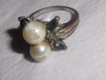 Inel vechi cu doua perle