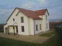 Casa(vila)p+m la rosu cu teren in zona valea cenchii-teius.