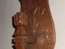 Sculptură sfeșnic din lemn