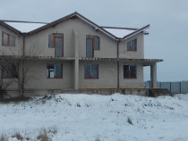 Casa si teren in spate la metro sud