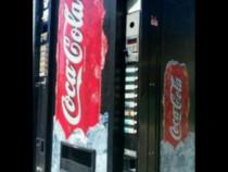 Automat răcoritoare Coca-Cola, Frigider mare.