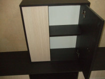 Mobilă din lemn dimensiuni 60/67,5/22,5cm.