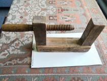 Menghina de lemn veche pentru tamplarie