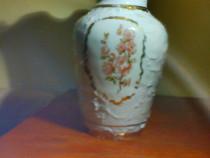 Vaza manufactura portelan