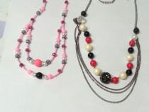 Coliere cu negru, roz, alb, rosu