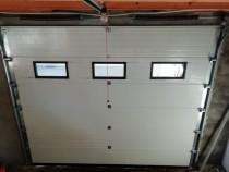 Usa de garaj cu geamuri sau pietonala