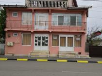 Casa cu 8 camere pe strada principala Ștefan cel Mare
