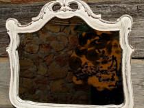 Oglinda veche cu rama din lemn masiv