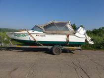 Barca cu motor si peridoc