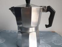 Cafetieră din aluminiu