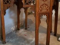 Masa antica, de lemn, sculptata