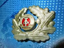 4329-I-Insemn chipiu militar DDR-metal argintat si emailat.