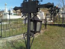 Cruce metalica/fier pt. cimitir [cu felinar!!!] noua!