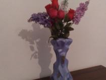 Vaza bleu cu auriu din material ceramic