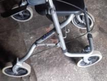 Cadru cu roti şi frane pt. persoane cu dizabilitati motrice