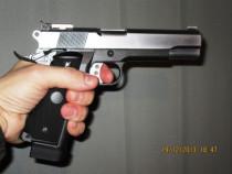 Pistol modificat!! full metal - cu aer comprimat la max.4,2