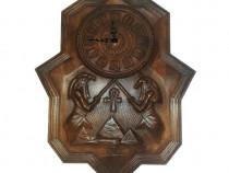 Ceasuri de perete din lemn masiv sculptate