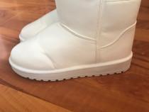 Cizme albe superbe, marimea 38