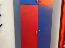 Dulap in doua culori albastru/rosu