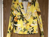 Sacou NISSA, galben cu imprimeu floral si accente albe, mane