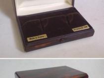 Cutie veche, din bachelita, pentru butoni de manseta