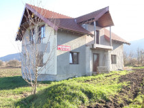 Casa in Vetel, judetul Hunedoara, P+M, semifinisata, 180 mp