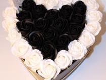 Aranjament floral gardinea domain 33 trandafiri sapun,inima