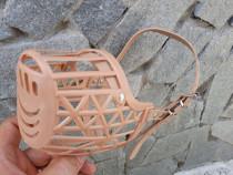 Botniță plastic pentru câini, botniță bej curea piele reglab