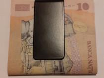 Clip bani negru