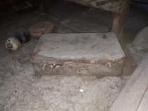 2 valize foarte vechi (de pe timpul comunismului)