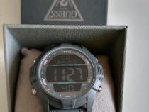 Ceas de firma nou nouț calitate la cutie.