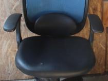 15 buc. Scaun de birou cu suport lombar si tetiera; Scaun
