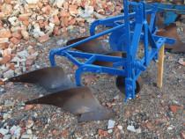 Plug cu 2 brezde după tractor de 30-60 cp