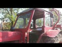 Tractor belarus cu plug și grapi cu suport
