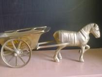 Caruta cu cal de bronz
