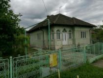Casă în Comănești est