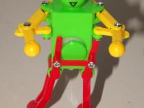 Robotel vintage chinezesc dansator, cu cheita