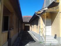 2 case cu curte comuna in Lugoj, zona centrala, langa H