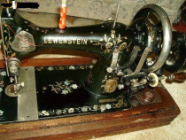 Masina de cusut vintage Flora Schultz