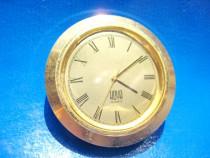 1914a-HOYA ceas mare quartz-nefunctional, metal aurit.