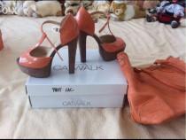 Sandale cu platforme catwalk, culoare peach, mărimea 36, noi