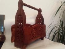 Stativ reviste ziare din lemn de esenta tare sculptat manual