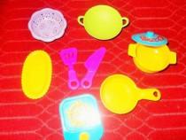 Set vase/ tacamuri +aragaz pt Barbie, format din 9 piese