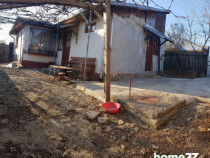 Casa 3 camere,baie,bucatarie,310 mp teren,semicentral