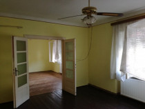 Casa zona Baritiu, 3 camere, 4 ari, garaj
