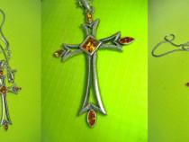 Lantisor cu Cruce stil Malta alama argintata cu pietricele.