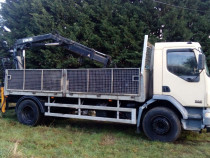 Transport cu camion dotat cu macara
